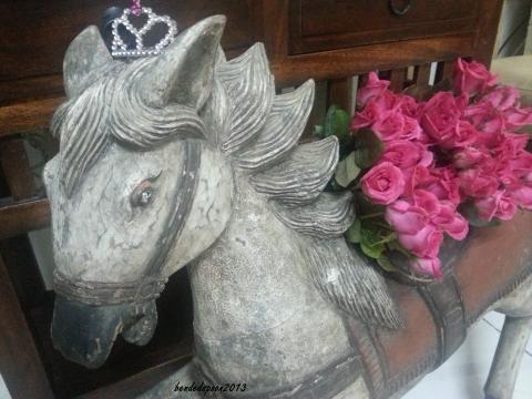 Bea6.Pallet.Horse Flowers